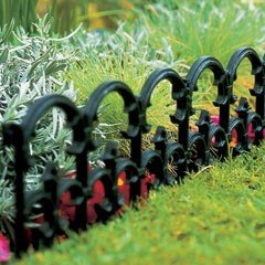1.93m Fleur-de-lys Lawn Edging - H17cm